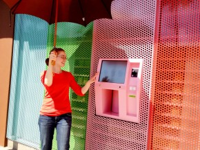 A-parasol-is-required-to-keep-the-strong-Spring-sun-off-the-screen-at-the-Sprinkles-cupcake-vending-machine-in-Beverly-Hills-.-mobile-Photography